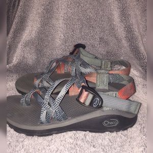 New z/Cloud woman's chacos size 6